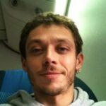 Chi è Valentino Rossi: Biografia, Età, Titoli e Fidanzata del Pilota