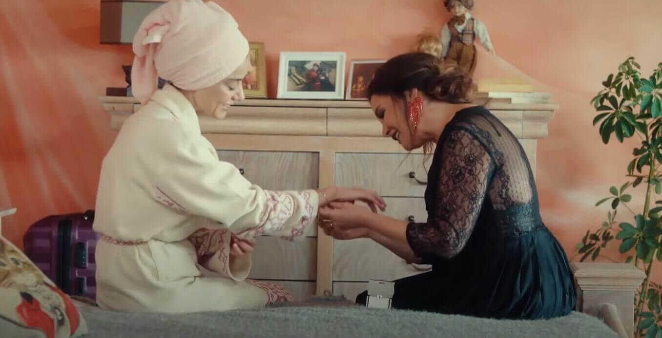 ezgi e la madre di ozgur